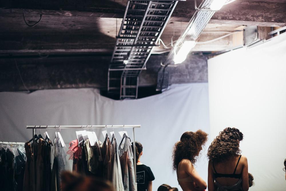 Бекстейдж и показ в рамках Aurora Fashion Week. Репортаж